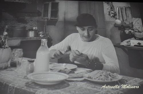 La famosa scena degli spaghetti di Alberto Sordi