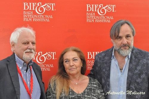 Il critico cinematografico Jean Gili con gli attori Maurizio Donadoni e Anna Melato