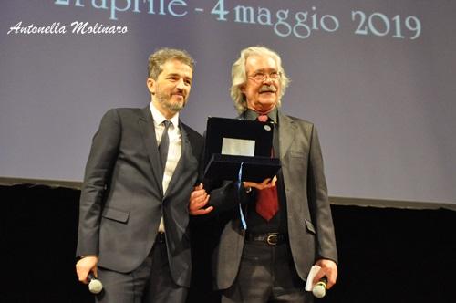 Walter Fasano premiato da Massimo Cristaldi