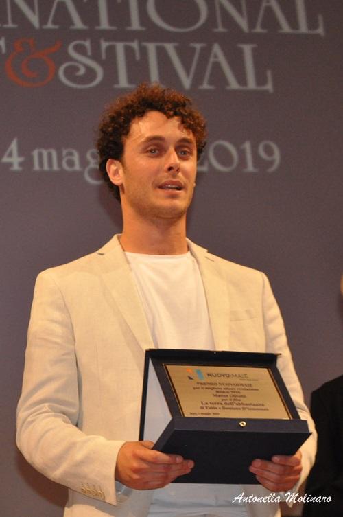L'attore Matteo Olivetti premiato per La terra dell'abbastanza