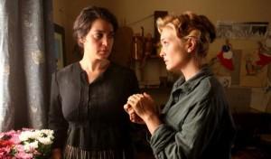 Angela Finocchiaro e Carolina Crescentini in una scena del film L'accabadora