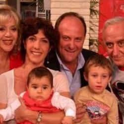 La famiglia Mantelli con la mamma di Alice e il vicino di casa Spartaco