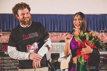 Gigi Roccati e la protagonista Nav Ghotra
