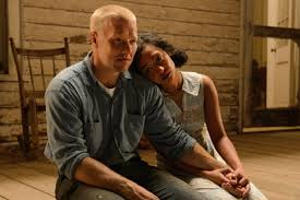 Joel Edgerton e Ruth Negga in una scena del film Loving