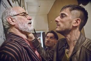 Toni Servillo e Luca Marinelli in una scena del film Lasciati andare