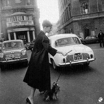 Audrey Hepburn all'uscita dell'Hotel Hassler a Trinità dei Monti
