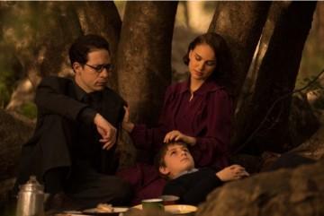 Gilad Kahana Natalie Portman e Amir Tessler in una scena del film Sognare è Vivere