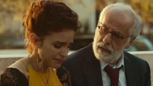 Veronica Echegui e Toni Servillo in un scena del film Lasciati andare