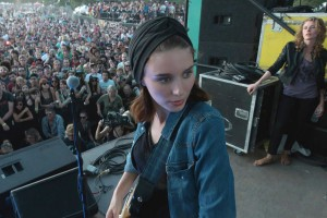 Rooney Mara in una scena del film 'Song to Song'