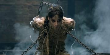 Sofia Boutella in una scena del film 'La Mummia'