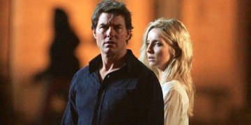 Tom Cruise e annabelle Wallis in una scena del film 'La Mummia'
