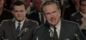Warren Beatty e Alden Ehrenreich in una scena del film 'L'eccezione alla regola'