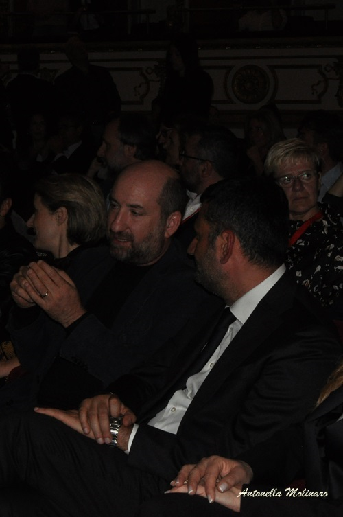 L'attore Antonio Albanese con il sindaco di Bari Antonio Decaro