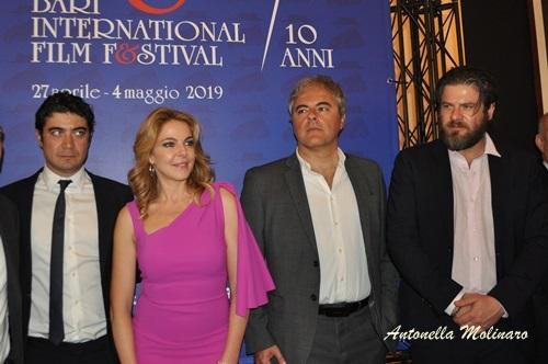 Non sono un assassino: Gli attori Claudia Gerini, Riccardo Scamarcio ed Edoardo Pesce ed il regista Andrea Zaccariello