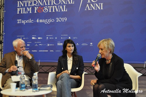 L'attrice Linda Caridi premiata per Ricordi? di Valerio Mieli
