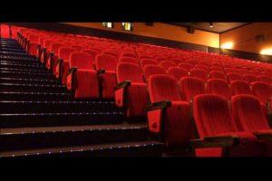 sala cinema vuota